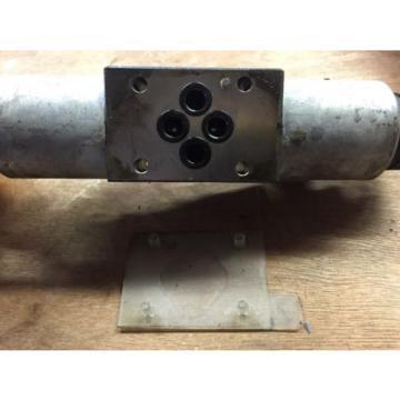 Rexroth MNR R9780177750 4-Way Hydraulic Valve