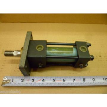 NACHI HYDRAULIC CYLINDER  30mm BORE 15mm STROKE FLANGE MOUNT 18mm ROD  NOS